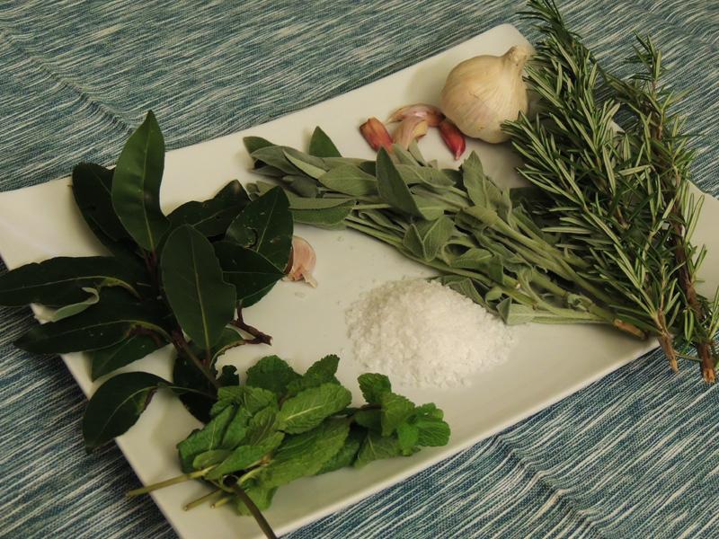 varietà di erbe aromatiche