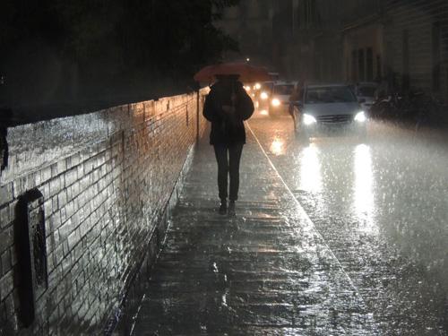 Sotto la pioggia tuttafirenze for Sotto la pioggia ombrelli