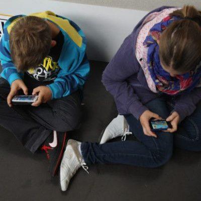Adolescenti sempre connessi: che fare?