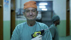 La fuga in Africa del chirurgo ribelle