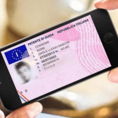 Documenti digitali su smartphone