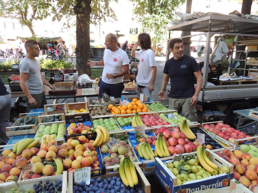 La frutta il mercato i colori