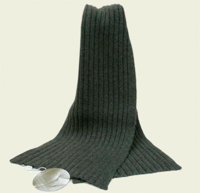 Il trucco della sciarpa si fa in tre