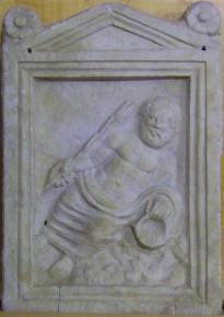 bassorilievo di divinità fluviale, probabilmente il Dio Arno, scoperta all'interno della fonte sotterranea