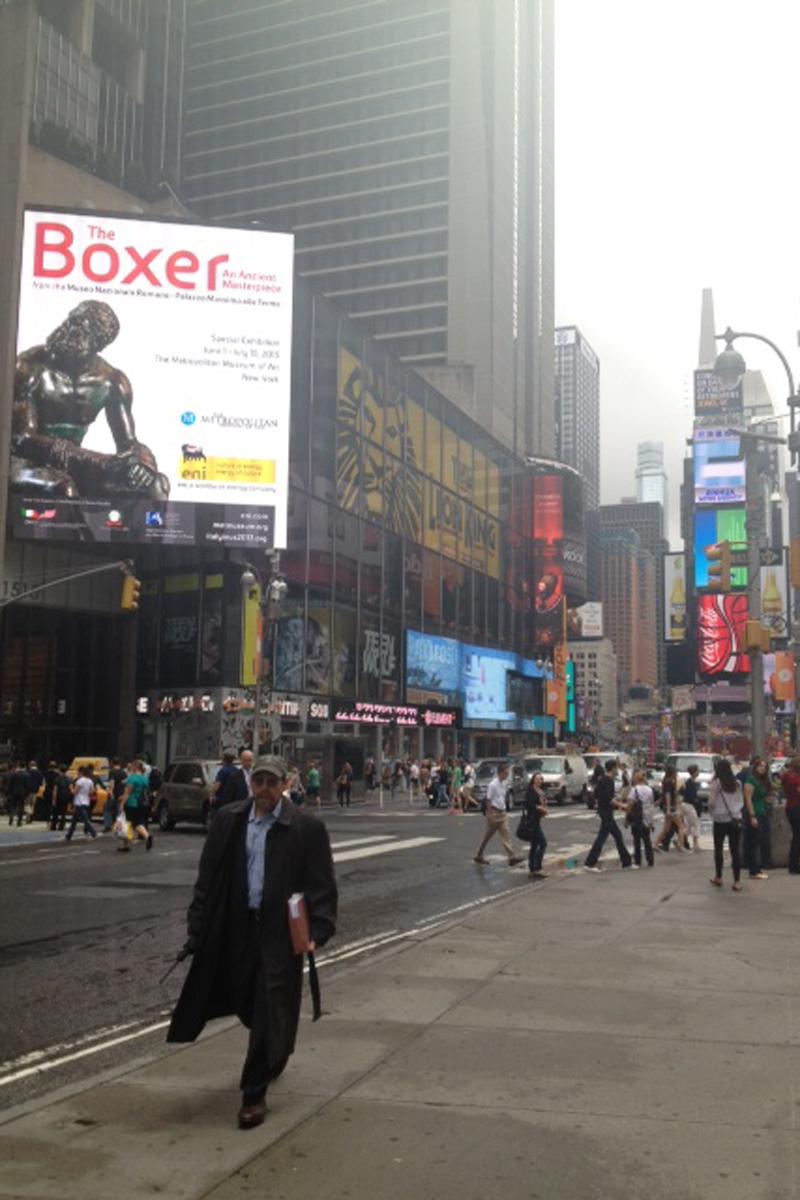 Il manifesto del pugile a Times Square (New York)