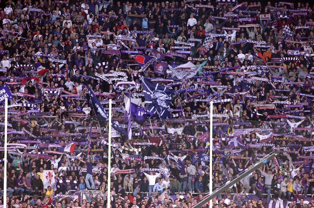 ©Paolo Nucci - LaPresse Sport Calcio Campionato Serie A 08-09 25-04-2009 Firenze Fiorentina-Roma nella foto: Curva dei tifosi fiorentini