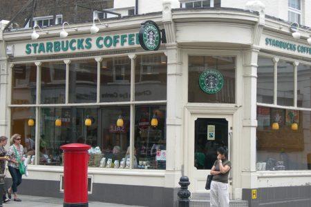 Uno spettro si aggira in piazza della Repubblica: il frappuccino