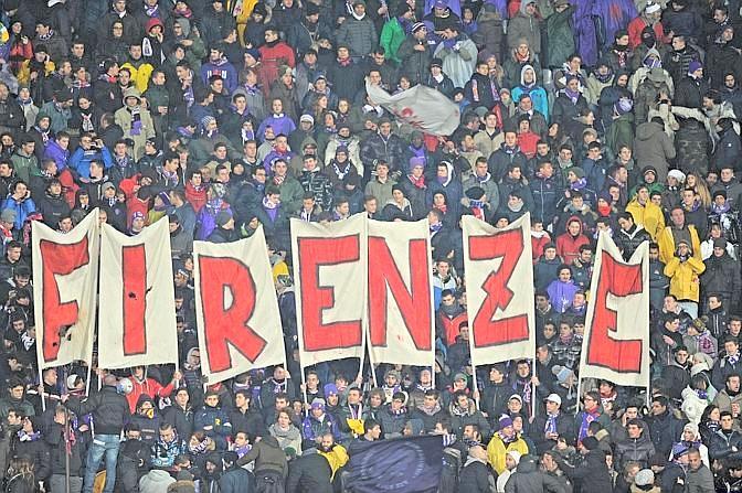 Tifosi della Fiorentina per il match contro la Roma allo stadio Artemio Franchi, Firenze, 16 gennaio 2013. ANSA/MAURIZIO DEGL ' INNOCENTI