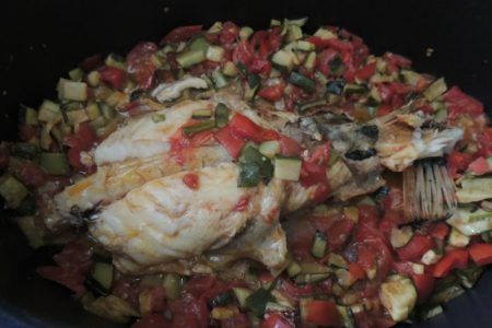 Coda di rospo con zucchine e pomodori