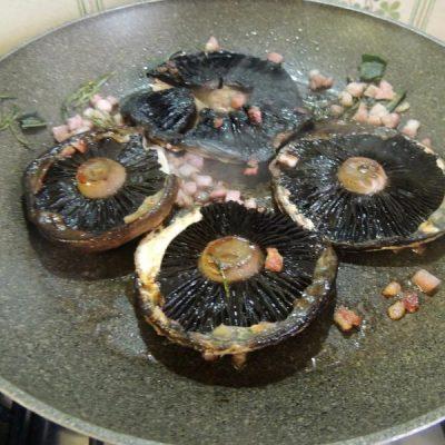 """""""Agaricus bisporus bruno"""" con pancetta"""